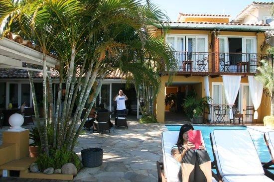 Vila D'este: The pool deck area