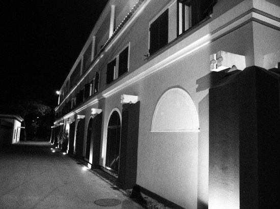 Inatel Caparica : Vista externa nocturna