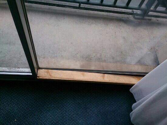Alliance Hotel Liege - Palais des congres : deluxe window locking system