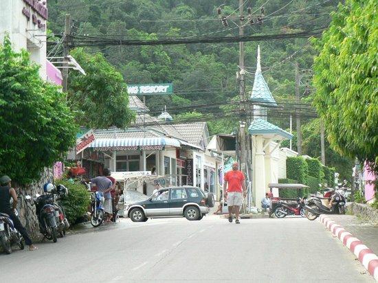 Aonang Villa Resort: Access road