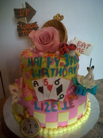 Royston Hall Guesthouse: Mad Hatter's Theme Cake