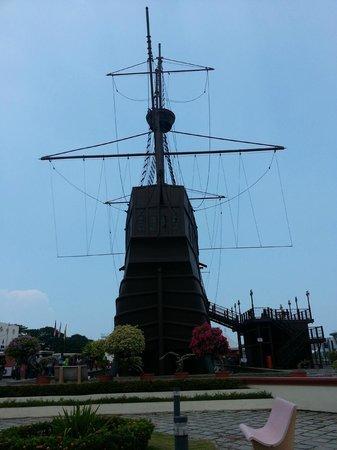 Flora de la Mar Maritime Museum: The front view