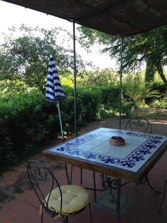 Agriturismo Casa Marisa : tavolo fuori