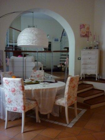 San Pietro A Corte B&B: dining table