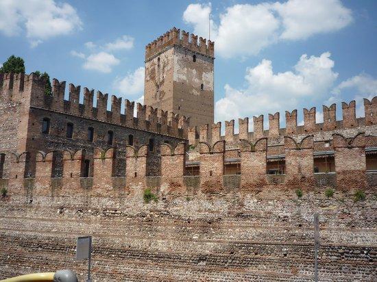 Verona Tours: Piaza Vechio - Verona