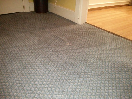 Hallmark Hotel London Chigwell Prince Regent : Rips and stains on carpet