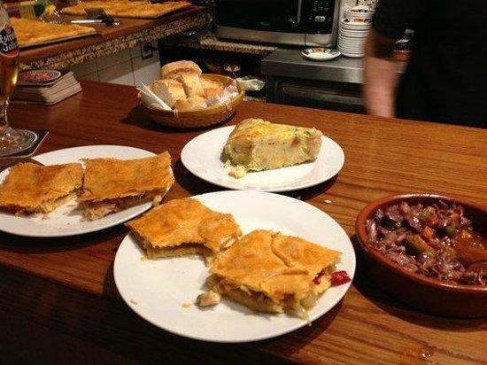 Club de L'empanada: Surtido de empanadas, tortilla, pulpitos