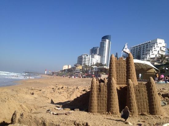 Umhlanga Main Beach : sandcastles on the beach