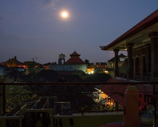 Jungut Inn: View from Balcony at night