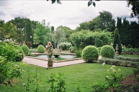 Baumaniere les Baux de Provence: Exquisite Gardens at La Cabro D'Or