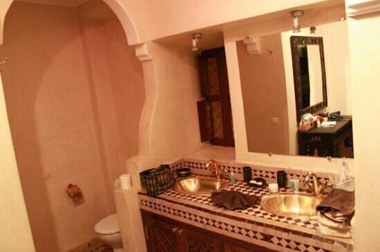 Riad Djemanna: salle de bain