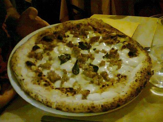 Pizzeria Saviello: salsiccia con nocciole
