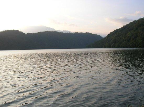 Hotel al Sorriso Greenpark & Wellness: Scorcio del lago di Levico