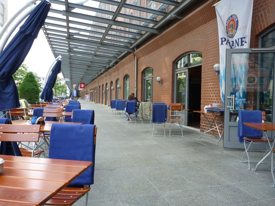 Paulaners: Outside chairs with blankets