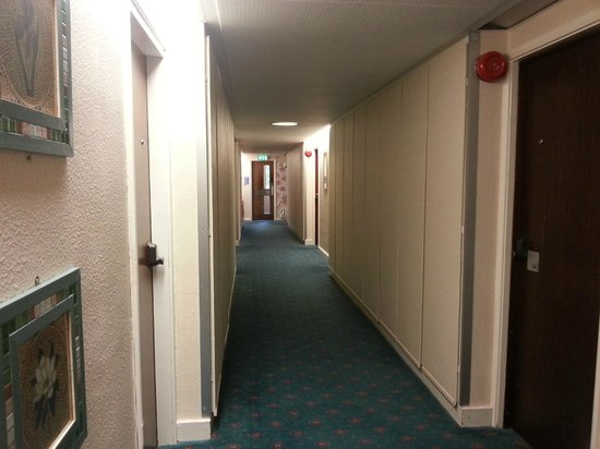 Alma Lodge Hotel: Hallway