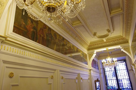 Malostranska Residence: Couloir menant à la réception
