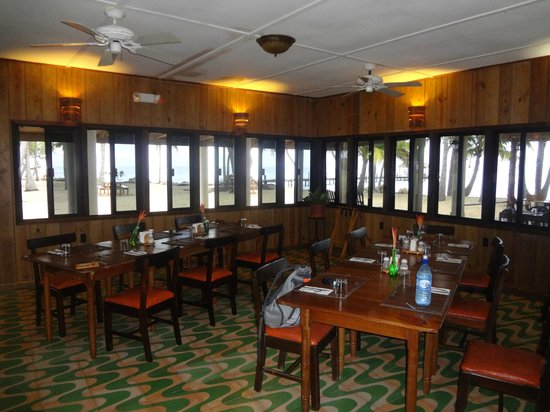 Pelican Beach - Dangriga: indoor dining