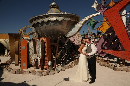 Scenic Las Vegas Weddings Chapel : Neon Sign Museum