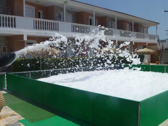 Paradise Apartments U0026 Studios: The Preparation For The Foam Party!