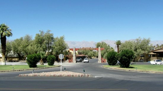 Furnace Creek Inn and Ranch Resort: Front Entrance