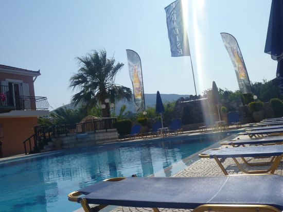 Paradise Apartments & Studios: Pool in the morning!