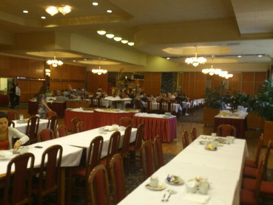 TOP HOTEL Praha: Mess hall, with very good breakfast