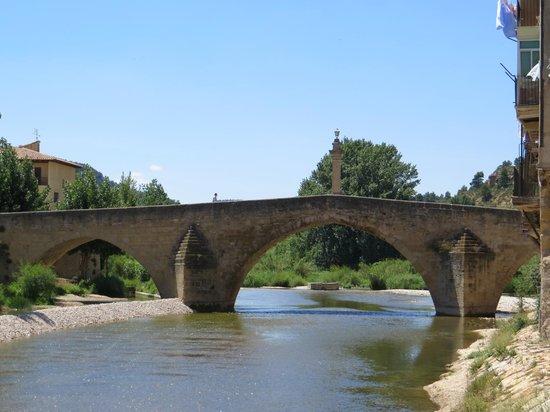 Hotel El Castell: Puente medieval de Valderrobres