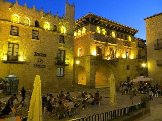Hotel El Castell: Plaza de Valderrobres