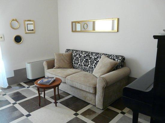 Palazzo Gambuzza: salotto