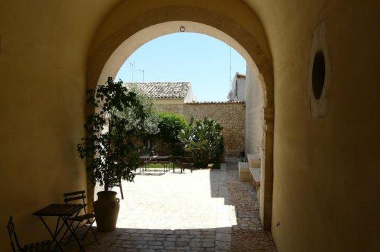 Palazzo Gambuzza: ingresso