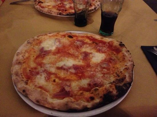 Vulkania: pizza al prosciutto