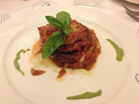 Vittoria : Aubergine with tomato and mozzarella
