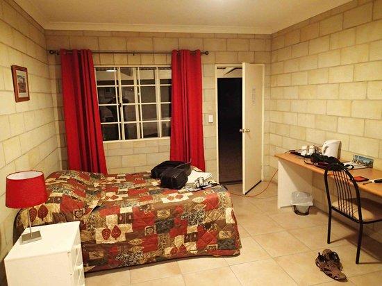 Boulia Desert Sands Motel: room