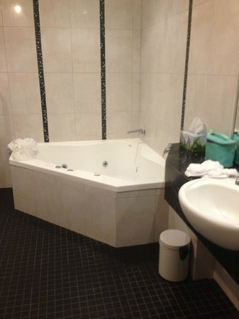 Abbey's Cottages: Bathroom