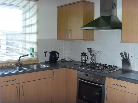 The Spires Serviced Apartments: Kitchen
