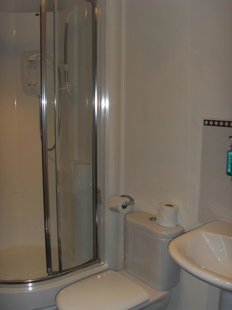 The Spires Serviced Apartments: Bathroom