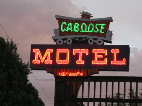 Caboose Motel: sign