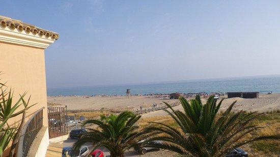 Gran Sol Hotel: Strand vor dem Hotel