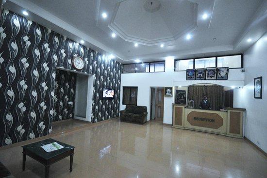 Saish Hotel: FRONT OFFICE