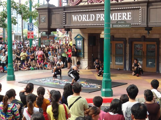 Dance troupe in full form - Picture of Universal Studios Singapore ...