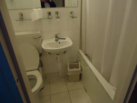 Oliver Hotel: the disgusting, stinking bathroom