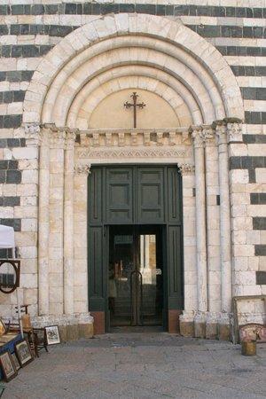 Baptistery: The elegant entrance.