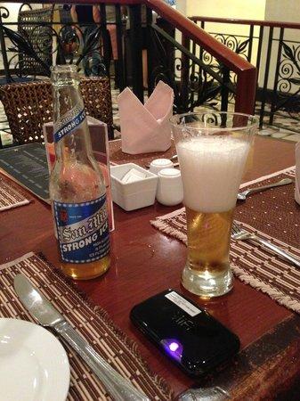 The Heritage Hotel Manila: すみません。晩酌の写真です。これで1000ペソ位でした。