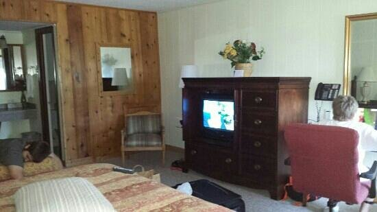 Cape Pines Motel: 1/2 of our room