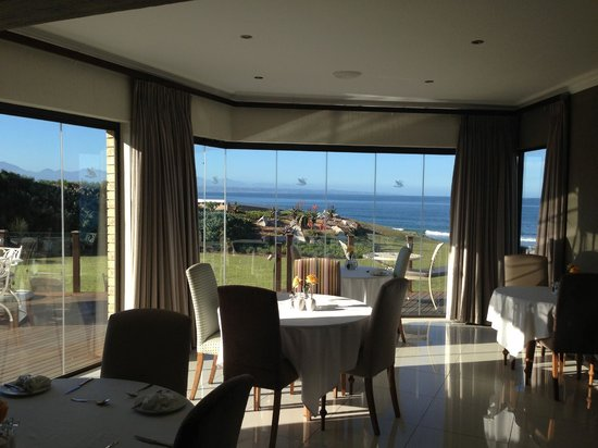 African Oceans Manor on the Beach: Breakfast Area