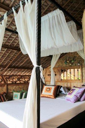 Loreland Farm Resort: Bed at Buddha Lounge