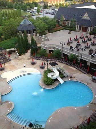 Renaissance Birmingham Ross Bridge Golf Resort & Spa: Resort pool with slide.