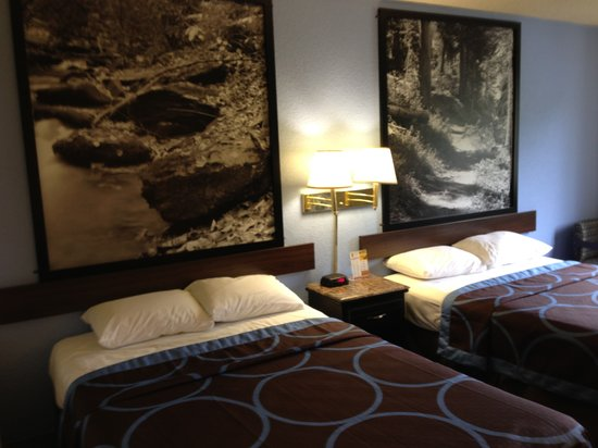 Super 8 New Castle: Two Double beds