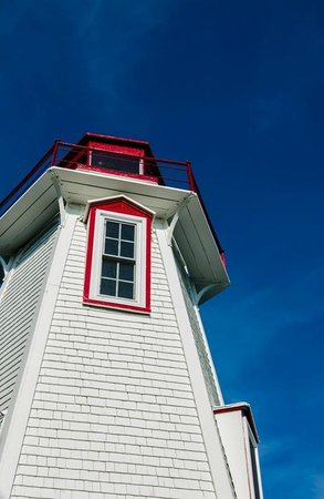 Big Tub Lighthouse : Big Tug Lighthouse, Tobermory, Ontario