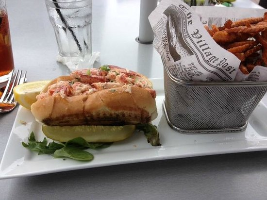 42 Degrees North : Lobster roll and sweet potato fries